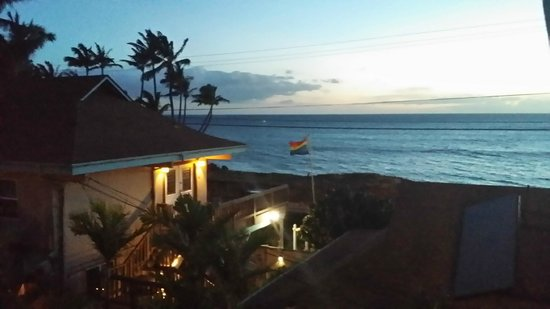 Maui Sunseeker LGBT Resort: View from common sundeck