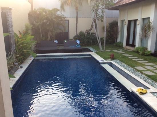 RC Villas & Spa: Great size pool