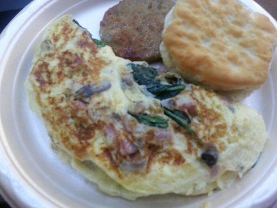 Hampton Inn & Suites Richmond/Glenside: Complimentary omlettes to order!