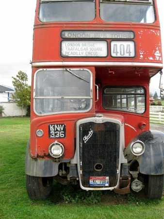 Blue Heron Cheese & Wine Company : Ancient double decker bus, Tillamook