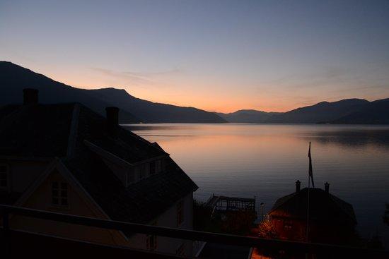 Midtnes Hotel: Breakfast room sunrise
