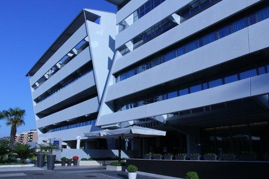 Novotel Roma Eur: FRENTE DEL HOTEL