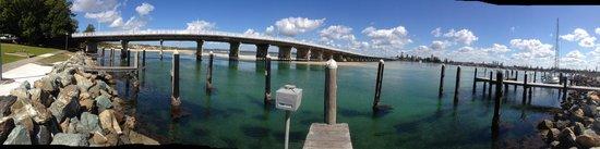 Reef Bar Grill : bridge outside the Reef bar