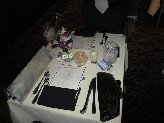 Odyssey Cruises : Table setting