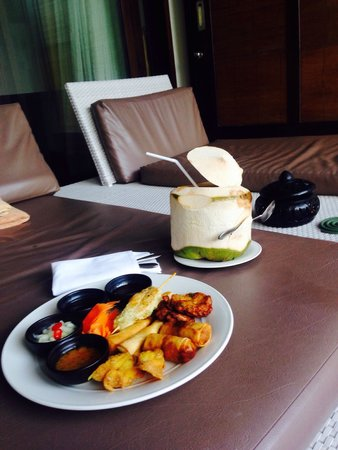 Sareeraya Villas & Suites: Room service on deck
