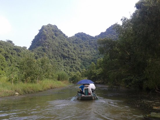 Hoa Lu - Tam Coc Day Tour: River in tam coc