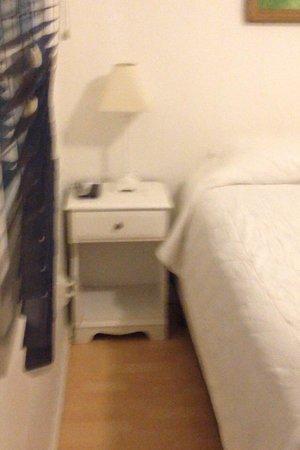 Breakers MTK: Queen room side of bed