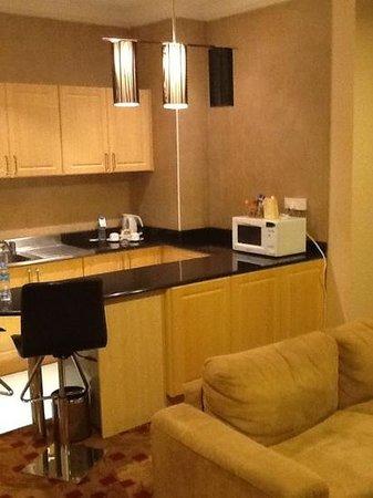 Kingsgate Hotel Doha: kitchen