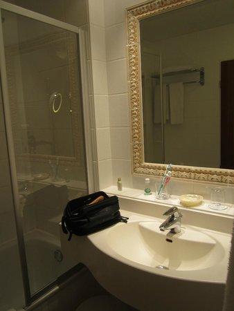 Hotel Prinzregent: bathroom