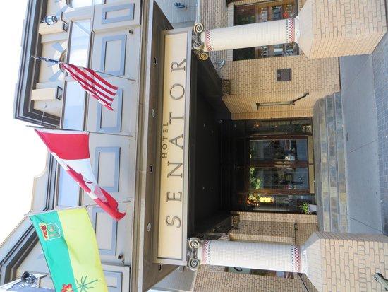 هوتل سيناتور: Hotel Senator