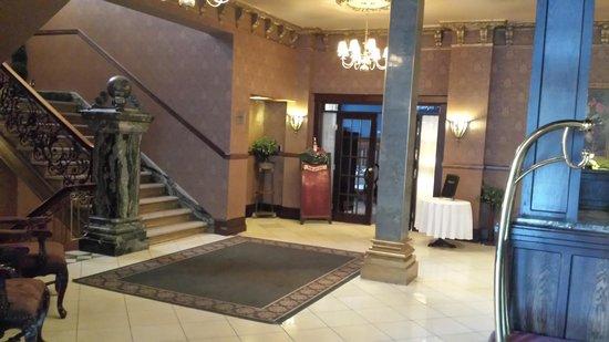 Hotel Senator Saskatoon: Majestic Lobby
