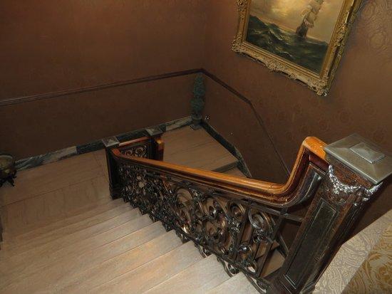 Hotel Senator Saskatoon: Great Staircase