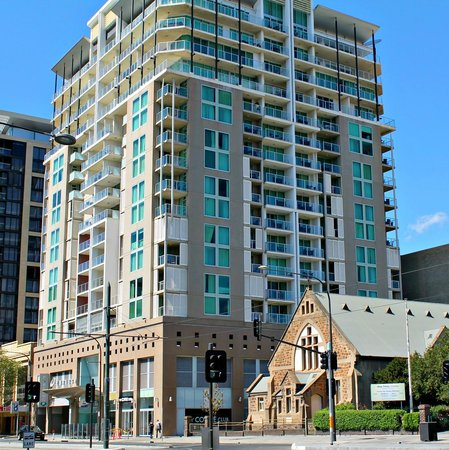 Adelaide Dresscircle Apartments Place on North Tce