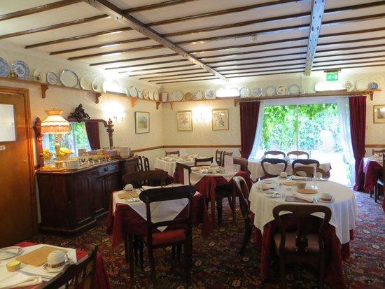 Ascot House: The pretty breakfast room