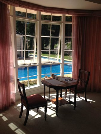 Montfort Manor: Windsor Room private breakfast table and view to pool