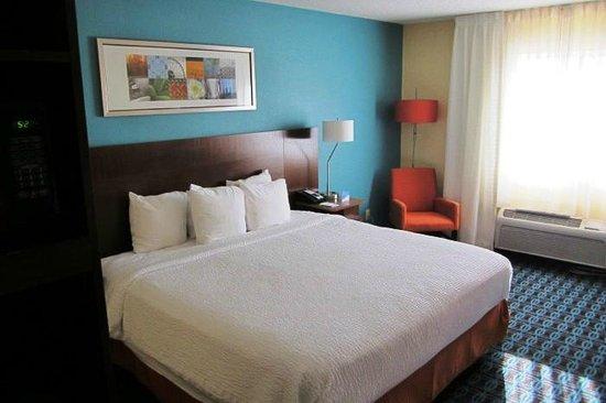Fairfield Inn & Suites Holland: Bed