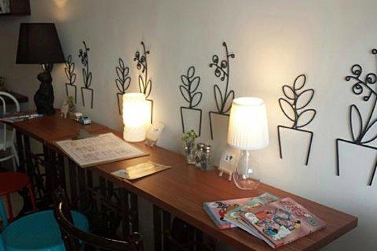 Flee Away Cafe: Cafe Interior