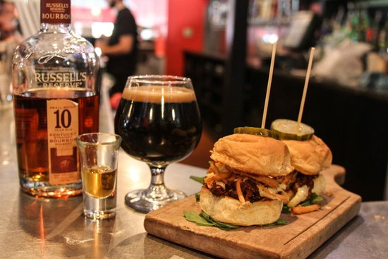 Food & Fire BBQ Taphouse: Beer, bourbon and BBQ...why not?