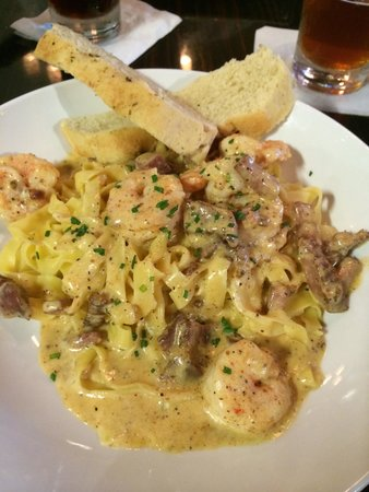 College Street Brewhouse & Pub: Wonderful pasta!!