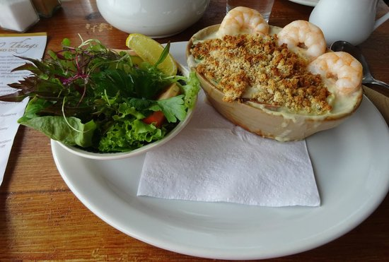 Josie's Lakeview House: Seafood pie and salad