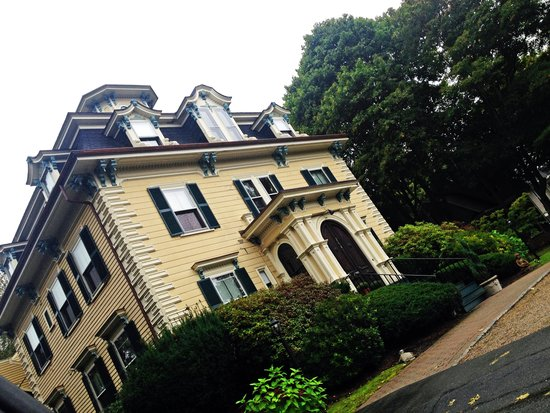 The Hotel Marblehead: outside of inn
