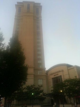Hartford Marriott Downtown: Looking at the front of the hotel