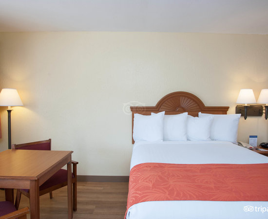 The Two Queens (PRE-RENOVATION) at the BEST WESTERN Port Aransas