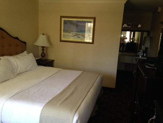 Holiday Inn Laguna Beach: Room 72 with king sized bed, on level above pool
