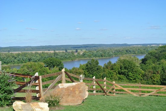 Oak Glenn Vineyard and Winery: river view