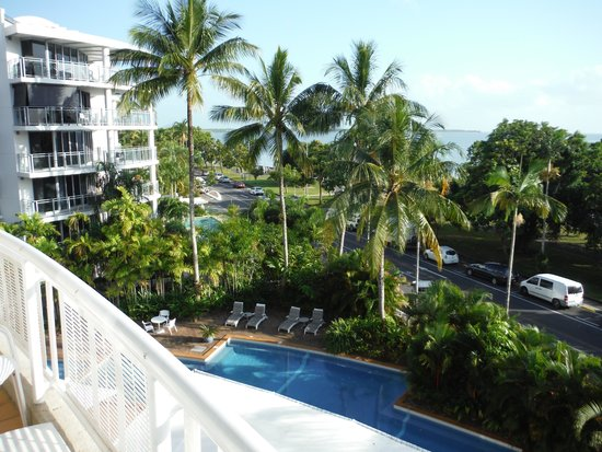 DoubleTree by Hilton Hotel Cairns : View looking north from balconey
