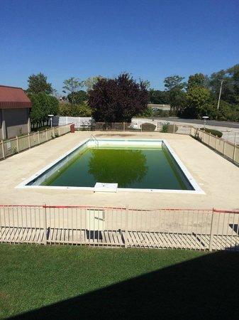Rodeway Inn: The ummmm.... Pool