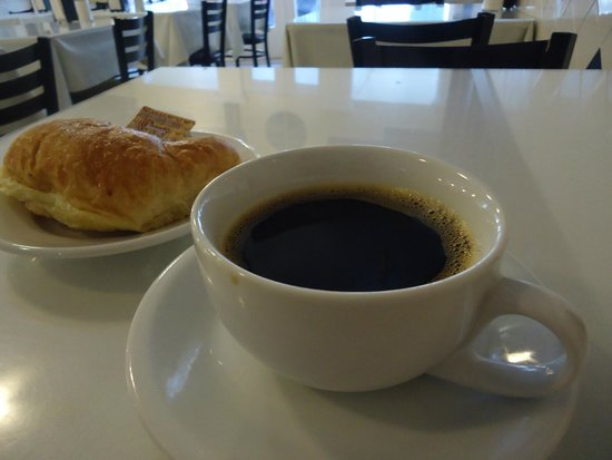 Le Croissant d'Or : My chicory coffee and croissant