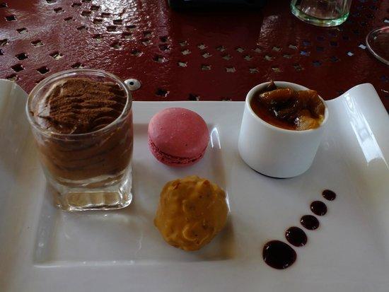 Restaurant Creperie La Musardiere: Cafe Gourmand dessert abundance