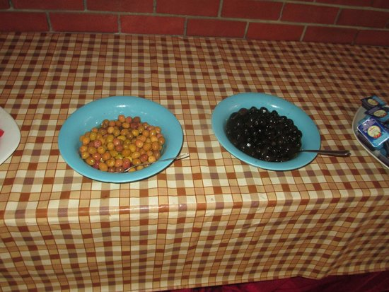 Duman Hotel: маслины и оливки