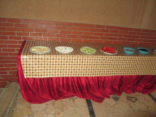 Duman Hotel: сыр , помидоры , огурцы,маслины и оливки