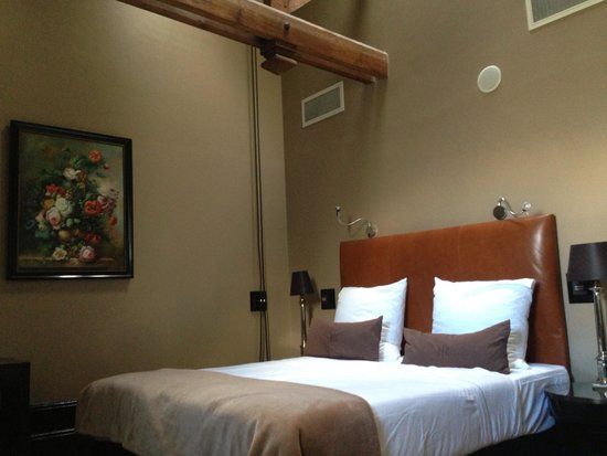 The College Hotel: Guest room
