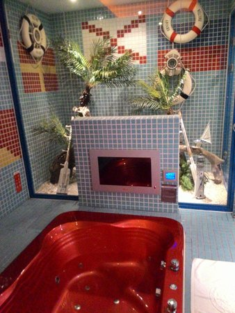 Sato Castle Motel: with tv for enjoyment while having jacuzzi