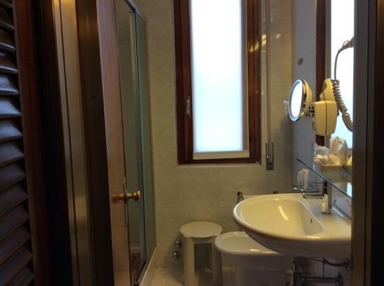 Hotel Bristol Milan: bathroom