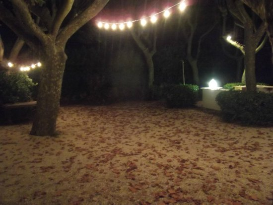 La Source : Před restaurací při nádherném podzimním večeru