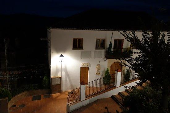 Hotel Los Castanos: Town Hall