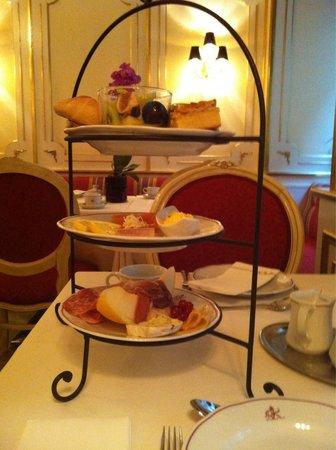 Schlosshotel Roemischer Kaiser: Breakfast