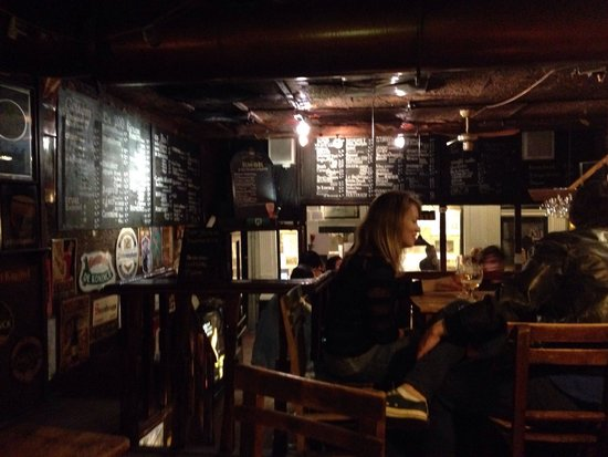 Biercafe Gollem: Small bar, lots of good beer, friendly staff and customers