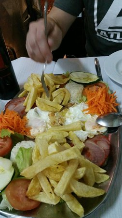 Restaurante Tronco: There is steak under the eggs and everything else!
