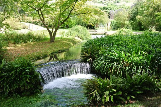 Giardino di ninfa ruscelli di irrigazione foto di - I giardini di ninfa ...