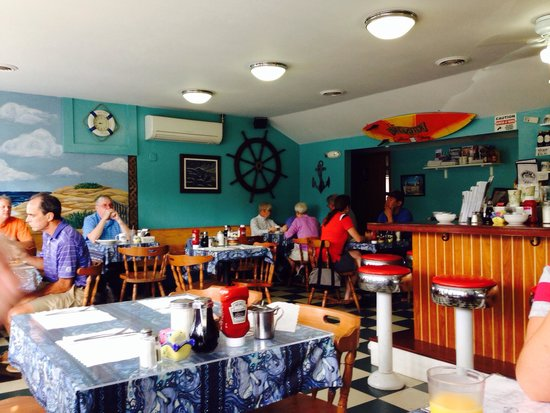 Brewster's Coffee Shop: Surfs up, and so are my eggs benny!