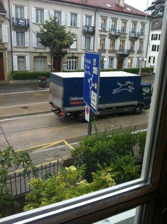 Hôtel du Théâtre : le bruit des voitures et des camions