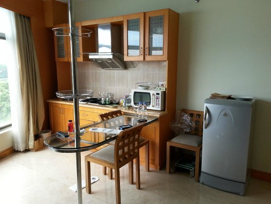 Lakeshore Hotel & Apartments: kitchenette... if you wanna call it that