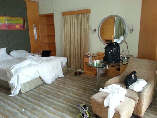 Lakeshore Hotel & Apartments: room