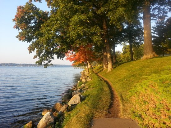 Geneva Lake Shore Path