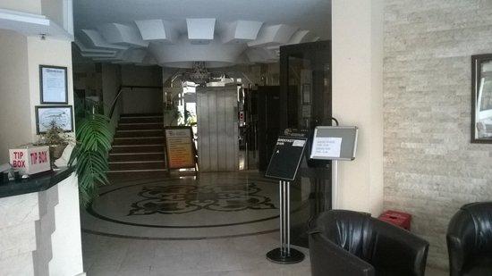 Hotel By Karaaslan Inn: Front Lobby